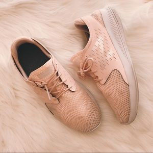 new balance pearl pink fuelcore coast v3 sneakers
